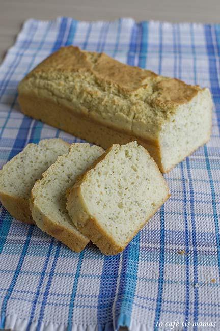 ψωμί με σιμιγδάλι.