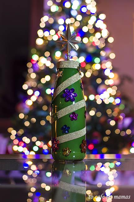 Χριστουγεννιάτικο δέντρο απο γυάλινο βάζο.