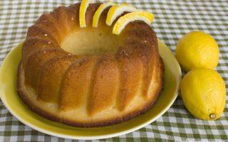 Κέικ λεμόνι σιροπιαστό.